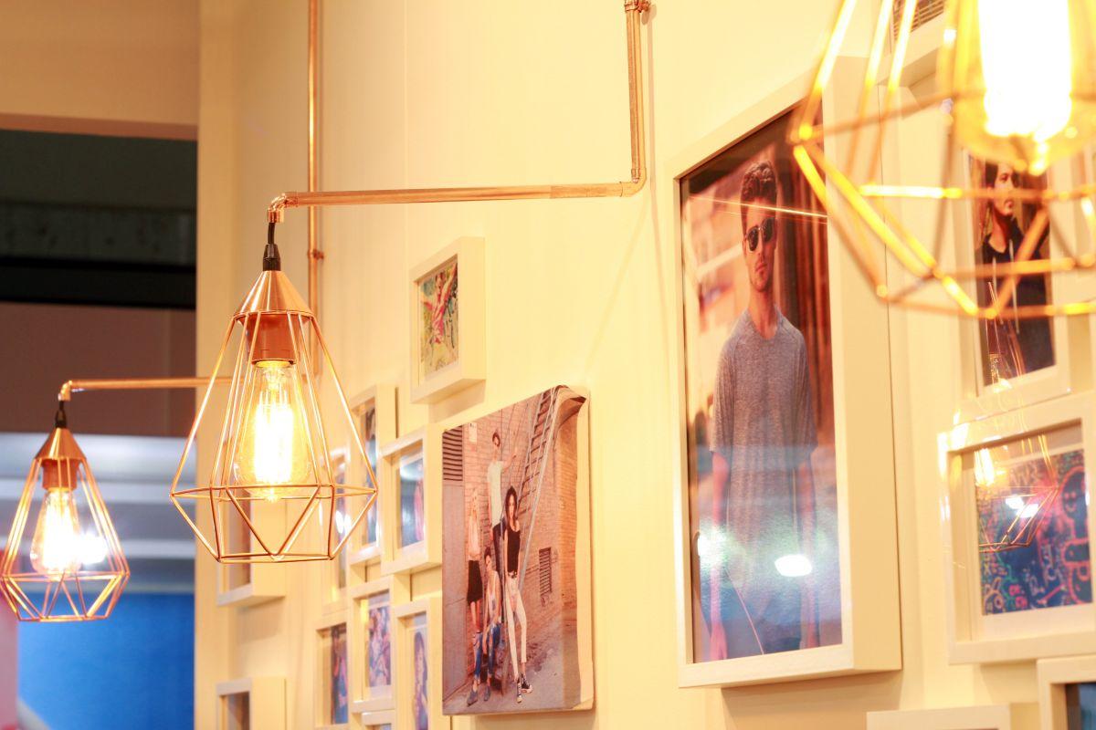 nath 2004, promogift, 2017, estudi, estudio, hidràulica disseny, stand, diseño interior, interiorismo, luz cálida, efímera, nath 2004, promogift, cobre, lamparas cobre, warm, ifema, nordico, nòrdic style, madrid, wood, hidràulica, pino, moqueta,