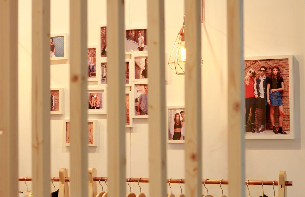 interiorsme, promogift, 2017, estudi, estudio, hidràulica disseny, stand, diseño interior, interiorismo, luz cálida, efímera, nath 2004, promogift, cobre, lamparas cobre, warm, ifema, nordico, nòrdic style, madrid, wood, hidràulica, pino, moqueta,