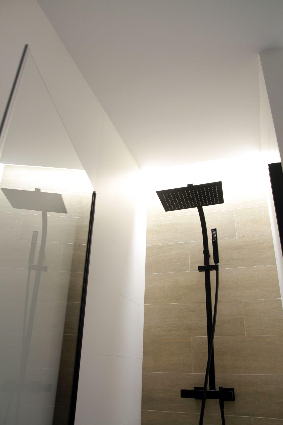 interiorisme, disseny d'interiors, bany, baño, luz, espejo, mampara, tres